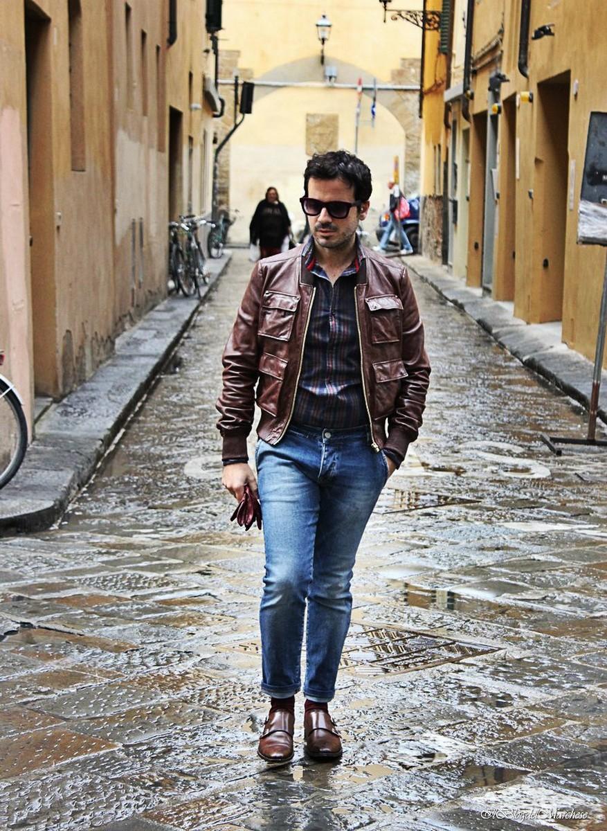 Scopri le nostre proposte per moda uomo. Vi troverai tutto quello che cerchi, a partire dalla maglieria e passando per felpe, polo, t-shirt e pantaloni.