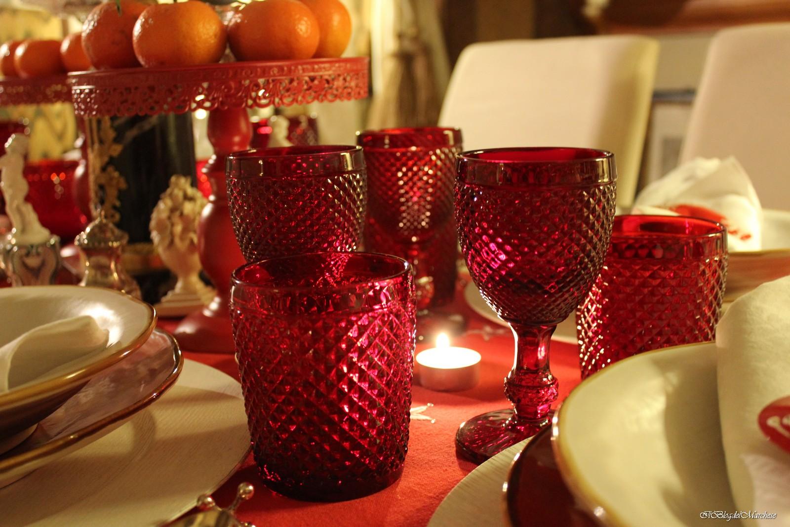 Idee per addobbare la tavola di natale - Bicchieri decorati per natale ...