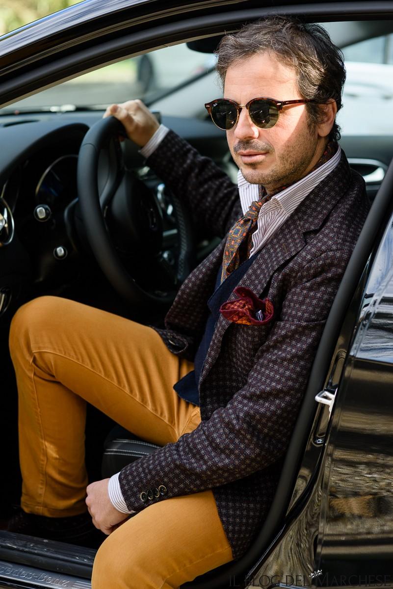 pantalone color senape
