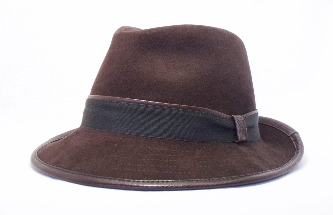 cappello in pelle e camoscio